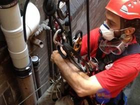 松岗高空作业安装外墙水管
