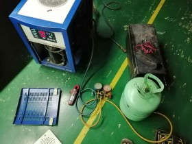 松岗沙浦某公司激光冷水机维修