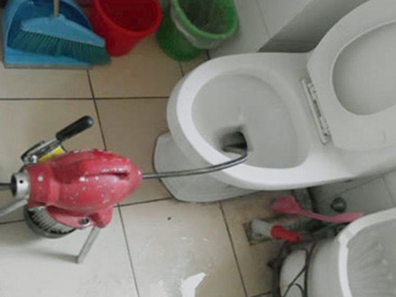 东风村通厕所